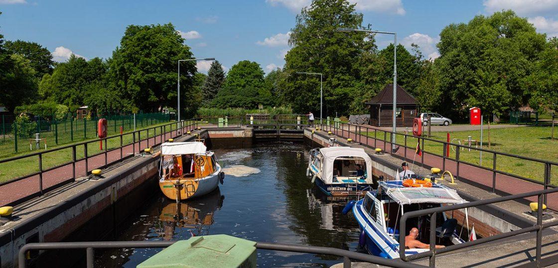 Boote in der Schleuse Schöpfurth